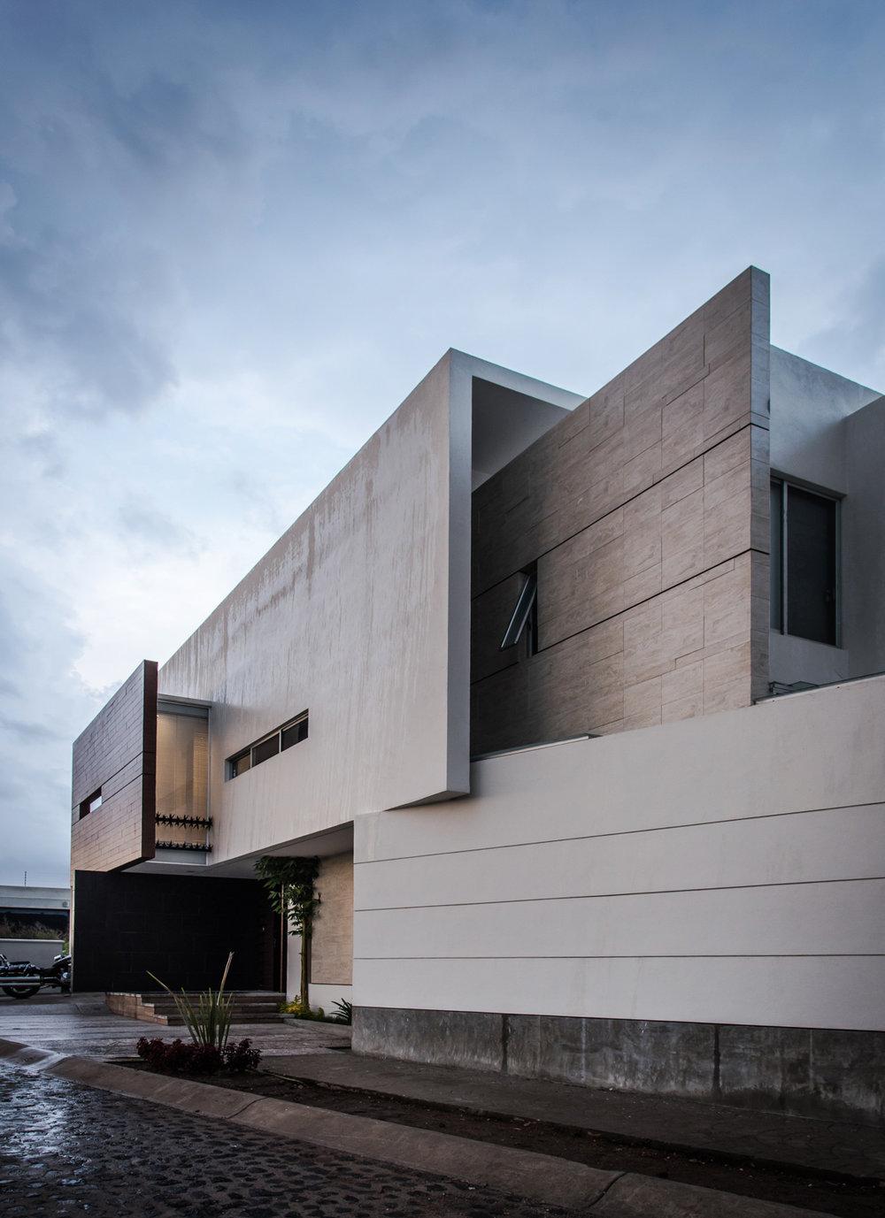 About STVX - STVX es un grupo de diseño arquitectónico y producción audiovisual gestado en el año 2014, conformado por los arquitectos Alberto Sánchez, Oscar Hernández y Daniel Alcala, que de la mano de un multidisciplinario de colaboradores realiza creativas propuestas arquitectónicas y urbanas, además de multifacéticos proyectos audiovisuales de alto impacto a través de la fotografía y el video.