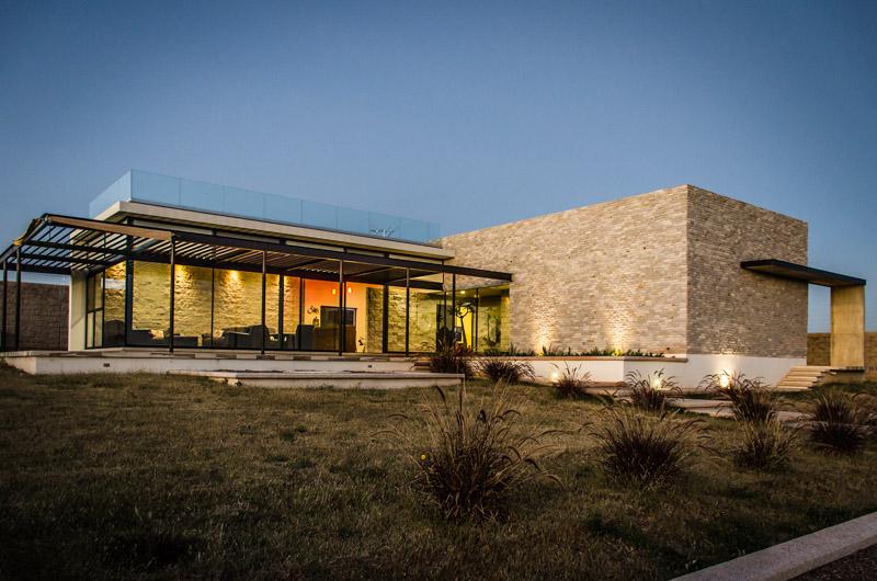 Casa La Tomatina / Plastik Arquitectos