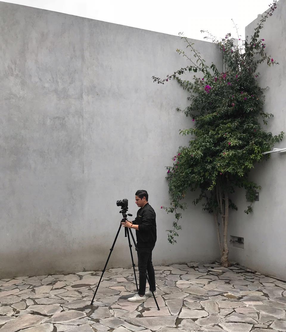 ABOUT ME - Arquitecto & Fotógrafo-La fotografía es un medio de comunicación para expresar historias, atmósferas, relatos. Una documentación, una interpretación propia de los espacios, donde del objeto arquitectónico que se plasma y se inmortaliza en imágenes bidimensionales, a través del lente, la técnica y la experiencia acumulada.-El entendimiento y la interpretación de factores como la luz, el uso, la escala, la materialidad, el clima, la expresión plástica, la volumetría, el contexto y el tiempo, son inherentes en este trabajo documental.