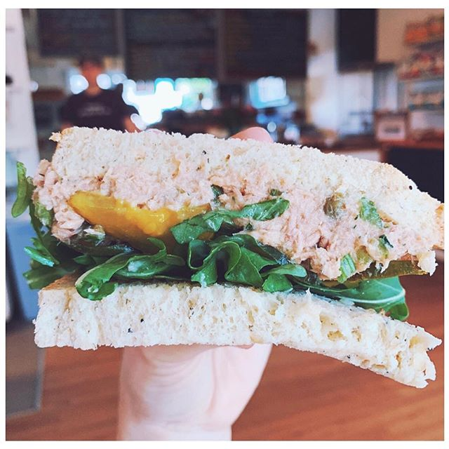 Looking for provisions to pack for the beach? Or perhaps for the ferry ride from the island? - We're calling out Provisions separate from our other food recommendations because it deserves the attention! Opened in 1973 and located immediately next to where the ferry drops of, the @provisionsnantucket serves up awesome breakfast and lunch sandwiches. And is cash only! - The Turkey Terrific sandwich really put Provisions on the map — in fact, they had customers even in California asking to be shipped this sandwich! It's essentially a Thanksgiving meal between two slices of bread (smoked turkey, stuffing, cranberry sauce, etc). We went for a lighter option, the Sicilian tuna and it was FANTASTIC! With dill, capers, lemon pickles & arugula. - Call ahead and take it to-go so you can use the time you would've used waiting in line, to walk to Brant Point and eat your sandwich there. You can take a seat on the beach and watch the ferry go by!