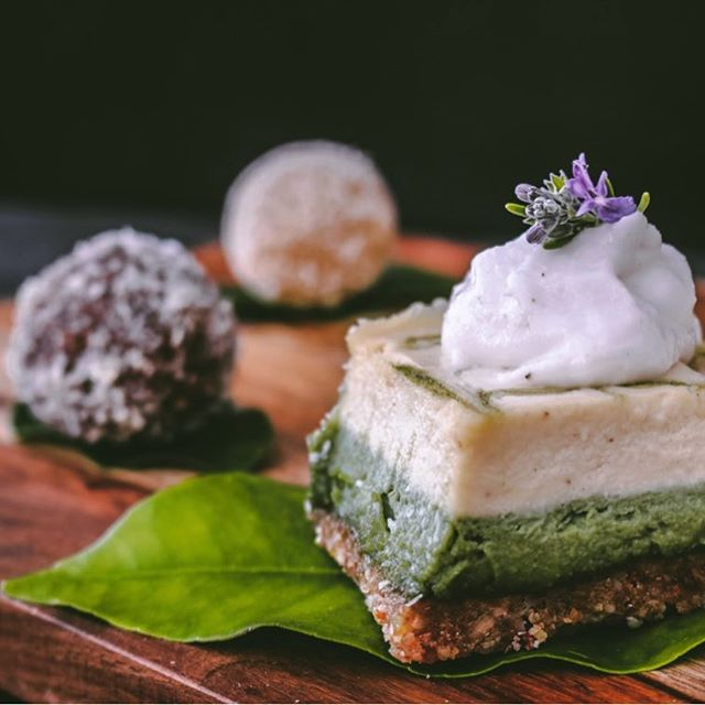 We met our new neighbors @rawsome.delights at the Leucadia Farmers Market this Sunday and we traded some of our vegan yogurt for an amazing vegan matcha cheesecake! 🍵 🍰 We decided to put them together at home and the outcome was absolutely amazing! 📷 @evanmatthews9 #vegan #cheesecake #cashewcheese #veganrecipes #foodporn #veganfood #sandiegovegan #vegancheesecake #veganyogurt #paleo #cocobiome #rawvegan #rawfood #raw #vegandessert #paleodiet #rawdesert
