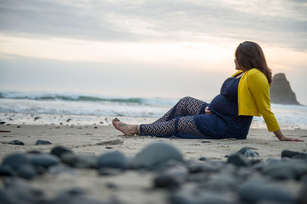 wes fisher photography - maternity - sitting on the coast.jpg