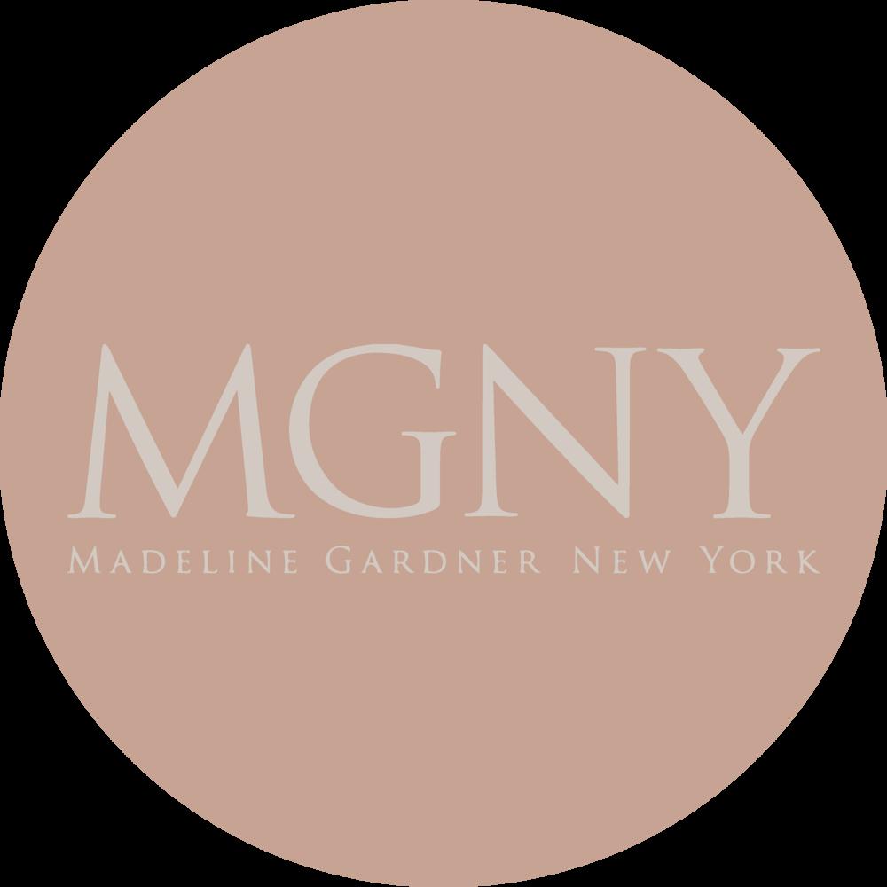 Madeline Gardner je mednarodno priznana porocna oblikovalna znamka iz New Yorka in s ponosom navaja ime v izjemno prefinjeno in glamurozno zbirko MGNY. Po diplomi na Institutu za modo v New Yorku so se sanje Madeline Gardner uresnicile in postala je prava oblikovalka, zdaj zasnovana v svojem New York design studiu, ki oblikuje cudovite, popolnoma edinstvene obleke.