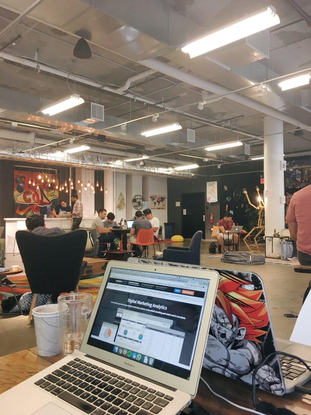 集結許多創業家在這邊工作,大家都很認真辦公