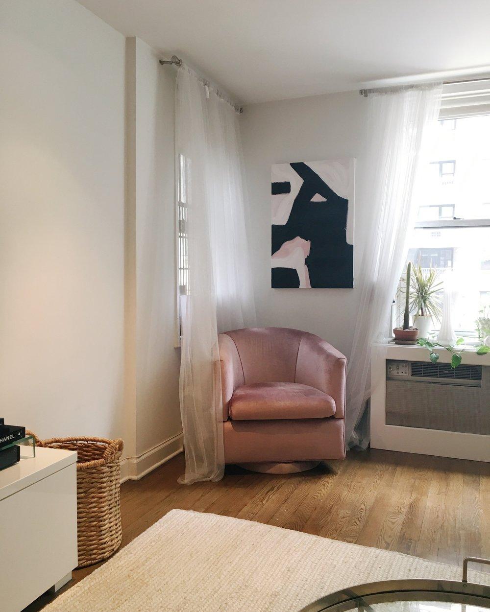 老闆家超美的粉色沙發