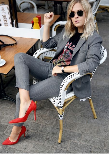 Photo via  Career Girl Daily