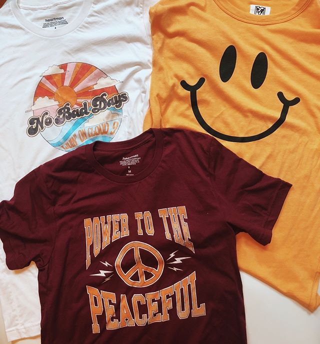 Our favorite fall graphic tee colors: white, yellow, and always maroon 💗