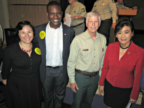 Steve-Dunwoody-of-Vet-Voice-takes-pictures-with-the-Congresswoman-Judy-Chu-and-the-Chief-of-the-U.jpg