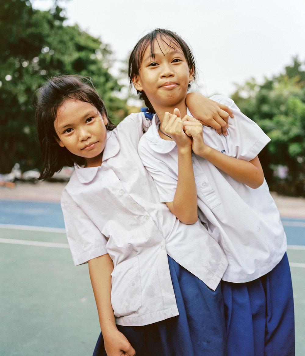 Photograph of Thai School Girls with the Mamiya 7ii