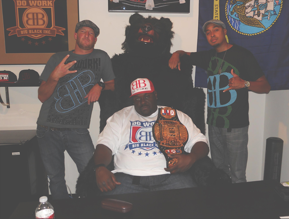 BIG_BLACK_DO_WORK_COLLECTION_ROB_AND_BIG_ROB_DYRDEKS_FANTASY_FACTORY_BIG_BLACK_BEAR_CHAIR.jpg