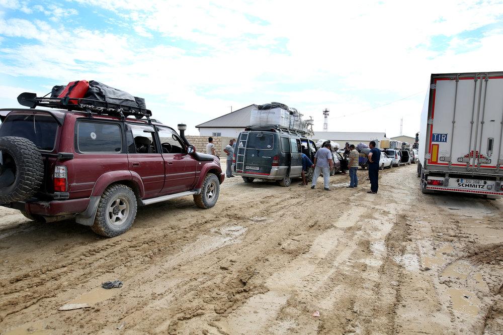 A line at Kazakhstan - Uzbekistan border