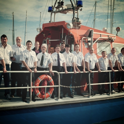 antibes_lifeboat_crew_old_600_400.jpg