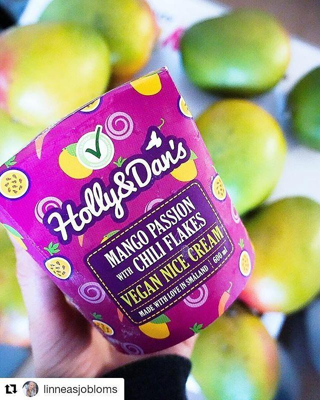 Nädalavahetus algab kohe!✨ Maiustamiseks on parim valik Holly and Dan's mangojäätis, milles peituvad tšillihelbed ergutavad maitsemeeli ja lisavad elule vürtsi 🤗  Photo📷 credit @linneasjobloms  #hollyanddansnicecream #hollyanddanseesti #hollyanddans #nicecream #vegan #crueltyfree #guiltfree