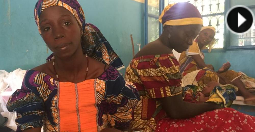 Radio France Internationale:   Au Niger, plus de trois quarts des femmes aujourd'hui âgées de 20 à 24 ans se sont mariées avant l'âge de 18 ans, et près de la moitié avait déjà eu un enfant à cet âge.C'est dans la région de Maradi, au sud du pays que le taux de mariage d'enfants est le plus élevé. Quelles conséquences pour la santé de ces jeunes filles, souvent exposées à des violences conjugales et des grossesses précoces? Quelles conséquences pour la santé de leurs enfants? Comment prévenir ce fléau et lutter contre les mariages forcés?
