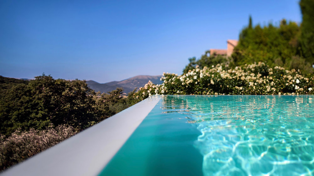 Yoga Explorers yoga retreat in Italy - infinity pool