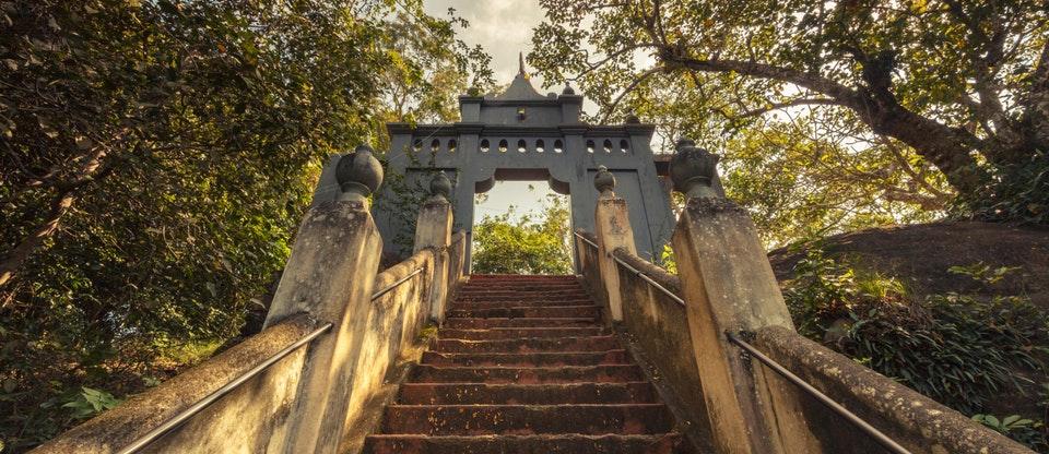 Mulkirigala Temple.jpg
