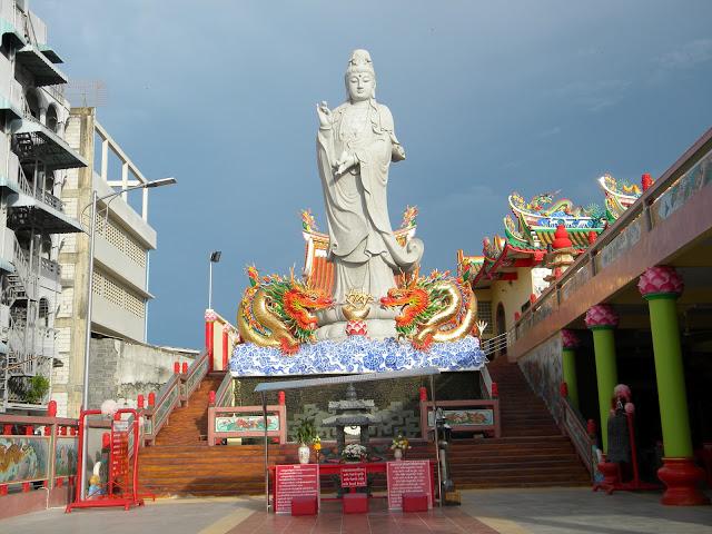 Statue of Guanyin 3.jpg