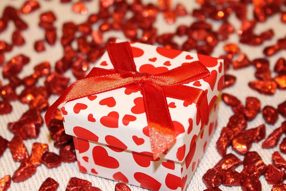 loop-gift-packaging-decoration-40717.jpeg