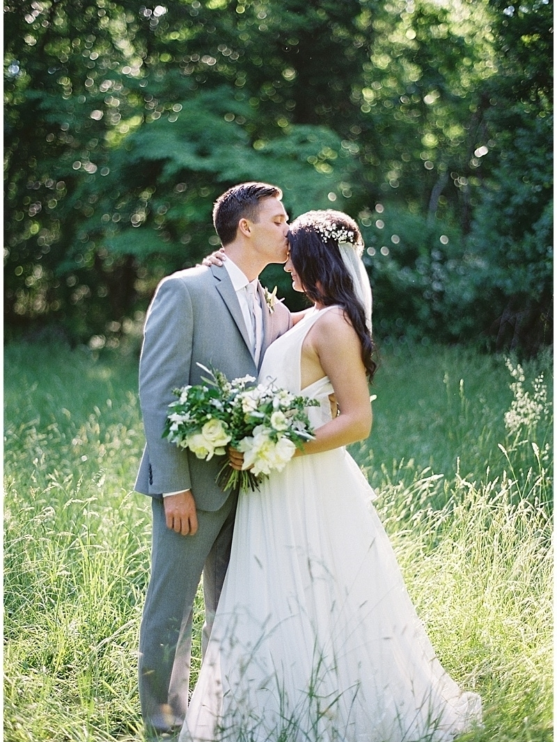 new-hope-pa-wedding-deer-park-campground-wedding-white-organic-bouquet.jpg