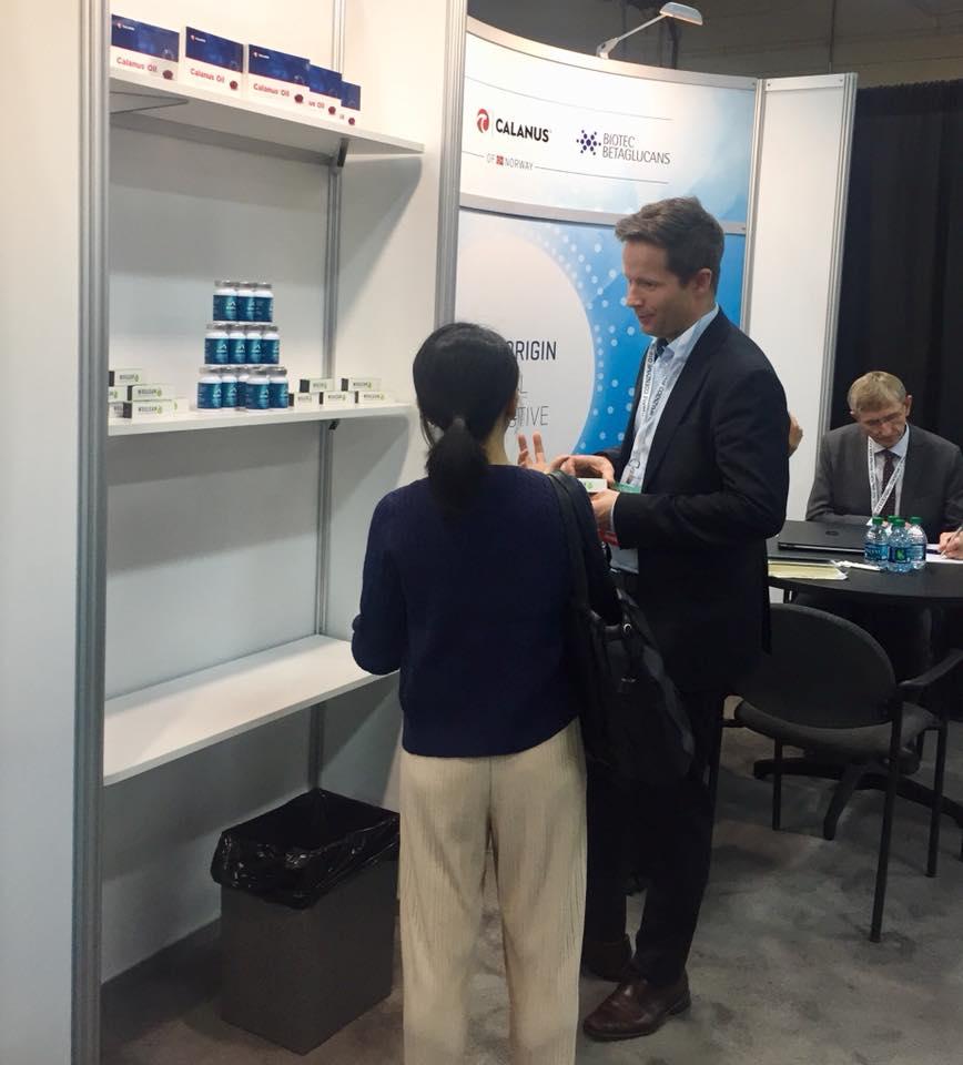 Tom Hansen fra Biotec Betaglucans som viser fram. Bildet er hentet fra Biotech Nort sin facebookside.