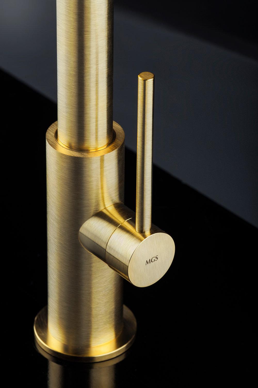 SPIN-D-matte-gold-2SML.jpg