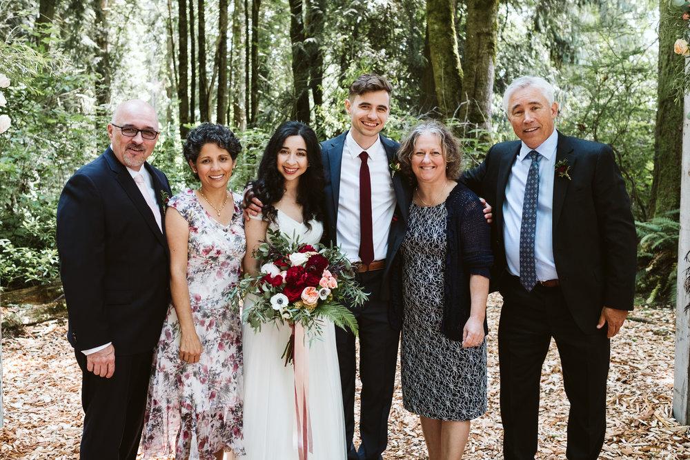Isabel-Jacob-Outdoor-Seattle-Romantic-Wedding-Twim-Willow-Gardens-Snohomish-Washington-7.jpg