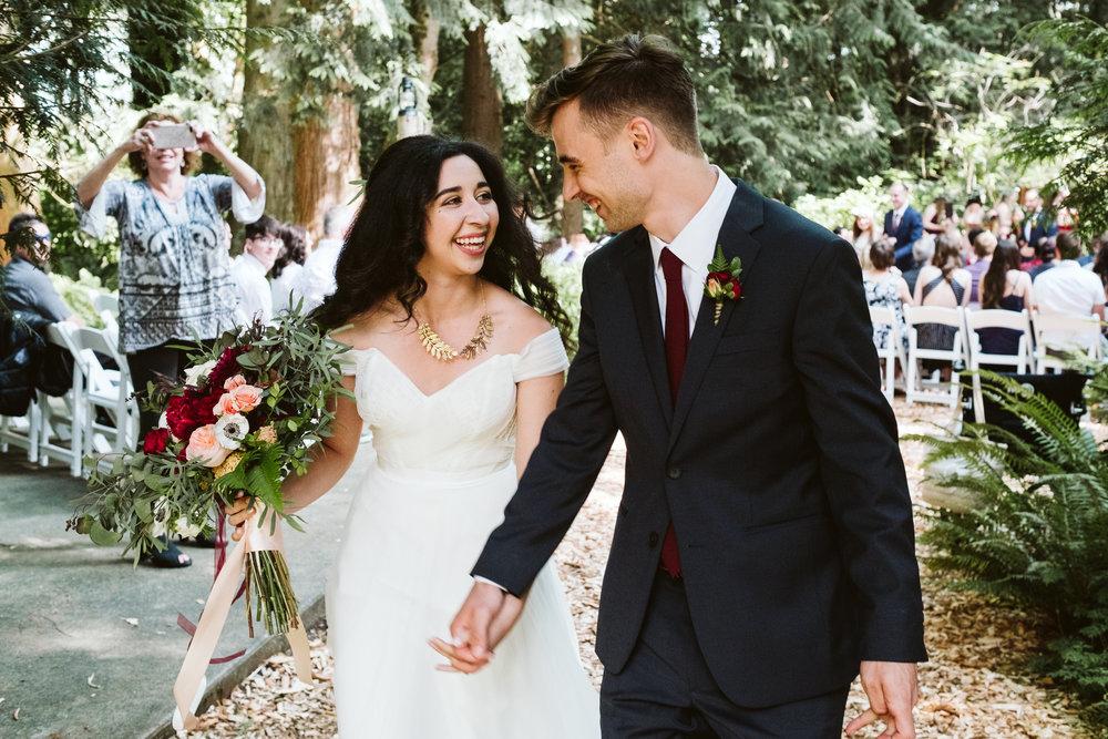 Isabel-Jacob-Outdoor-Seattle-Romantic-Wedding-Twim-Willow-Gardens-Snohomish-Washington-9.jpg