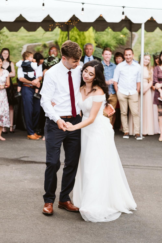 Isabel-Jacob-Outdoor-Seattle-Romantic-Wedding-Twim-Willow-Gardens-Snohomish-Washington-10.jpg