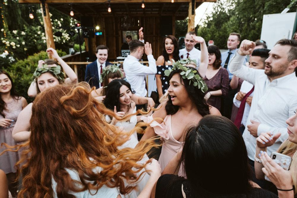 Isabel-Jacob-Outdoor-Seattle-Romantic-Wedding-Twim-Willow-Gardens-Snohomish-Washington-11.jpg
