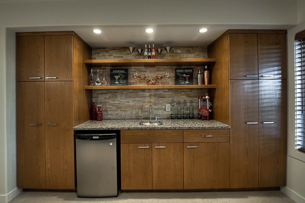 09-1630sqft_Hawksridge_Wet Bar_Bungalow_Bridgwater Lakes.jpg