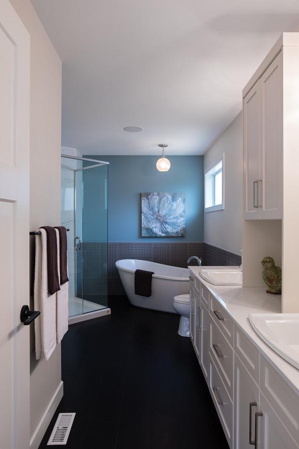 1751sqft_emerald v_bungalow_interior_ridgewood west_ensuite.jpg