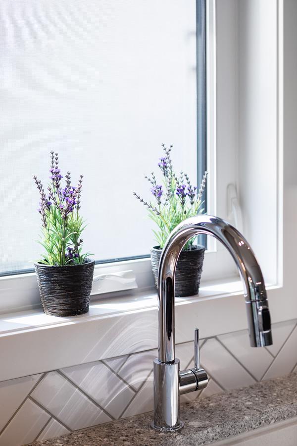 1751sqft_emerald v_bungalow_interior_ridgewood west_kitchen window.jpg