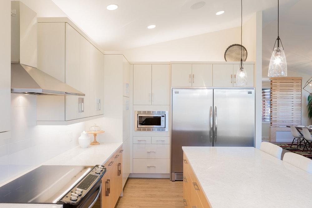 1815sqft_silverstone ii_bungalow_interior_sage creek_kitchen fridge freezer side by side .jpg