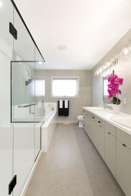 2175sqft_23 Munnion_Ensuite Bathroom_Two-Storey_RidgeWood West.jpg
