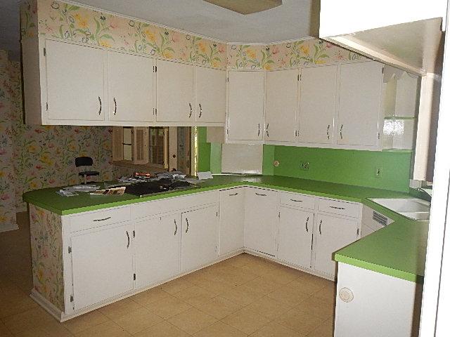 Transitional Estate kitchen - before