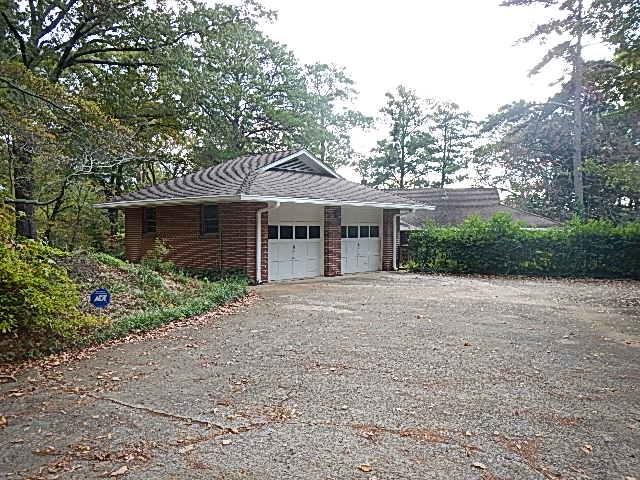 Transitional Estate garage - before