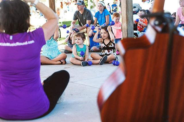 We just posted a whole album of photos from #Warrington Community Day! Link in bio. Thank you to everyone who joined us for this wonderful event - we hope we'll see you again soon! 📸 @noelgravelle_photography #music #kidsmusic #kidsmusicround #guitar #familyfun #fallfestival #buckscounty