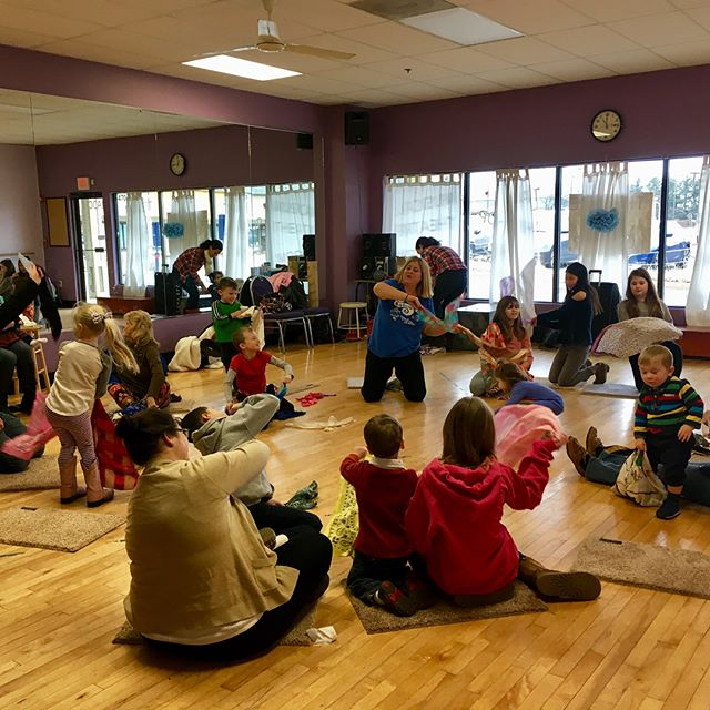 Tons of fun this morning at Miss Andrea's class! 🎶🥁🎉 #kidsmusicround #musicclass #kidsmusic #centralbucks #doylestown #buckscounty #music #movement #familyfun