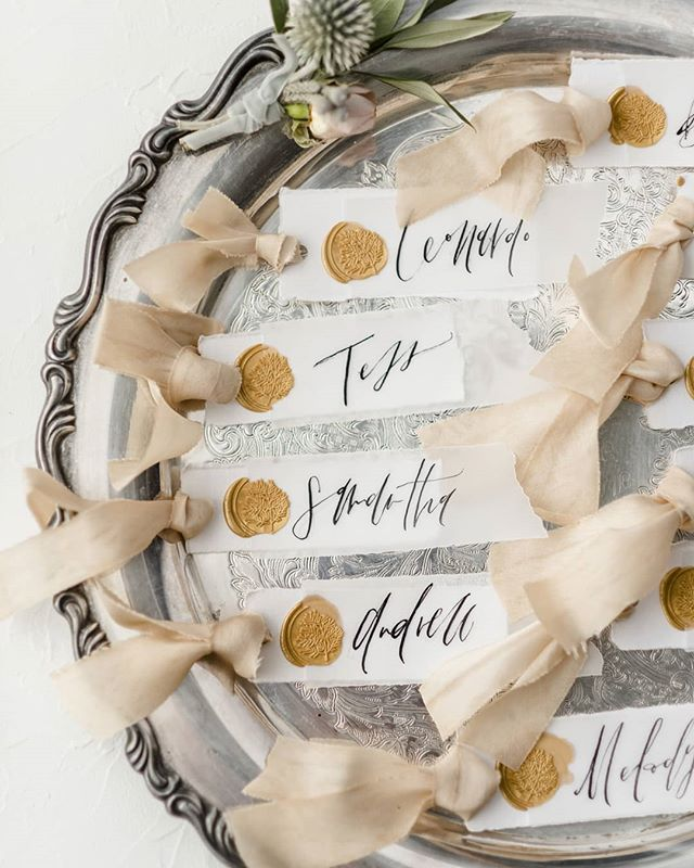 Escort card design? Don't mind if I do! These little bad boys were deckled, vellumed, waxed, ribboned, and calligraphed. And when @greenpearlphotography provides you with so many images of your work and you nearly tear up, you know you found a photog who appreciates the details. . . #etuiandco #uniquewedding #wanderingphotographers #heyheyhellomay #bohobride #papergoods #paperlove #dailydoseofpaper #mixedmediaart #mixedmedia #organiccalligraphy #weddingpaper #weddingstationery #fineartwedding #calligrapher #calligraphy #organiclettering #moderncalligraphy #type #typeography #flourishforum #wedding #weddings #weddinginspiration #flcalligrapher #tampacalligrapher #liveauthentic #soloverly #makersmovement