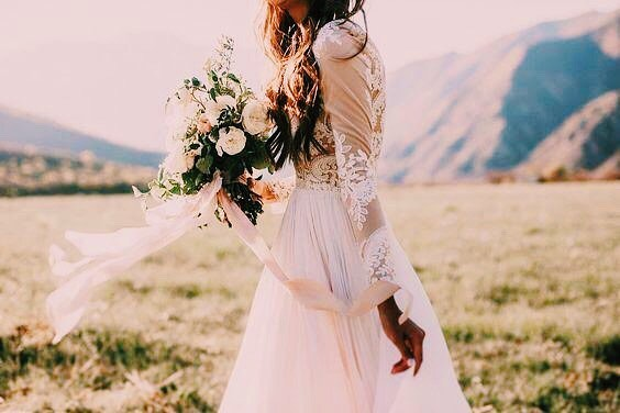 baby it's cold outside ❄️🥀 and we are loving this long sleeve wedding dress