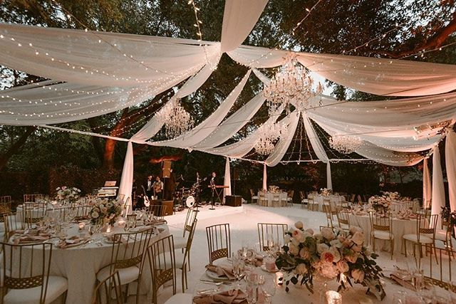 how INSANE does this look!? ⭐️⭐️⭐️ so stunning!! a beautiful outdoor tent for a beautiful outdoor wedding