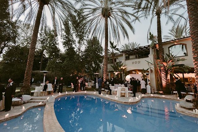 a poolside cocktail hour? the best kind of cocktail hour 🥂 loved this set up with the help of @classicparty @butterflyfloral @juliepepinphoto @etablirshop @thelightersidela
