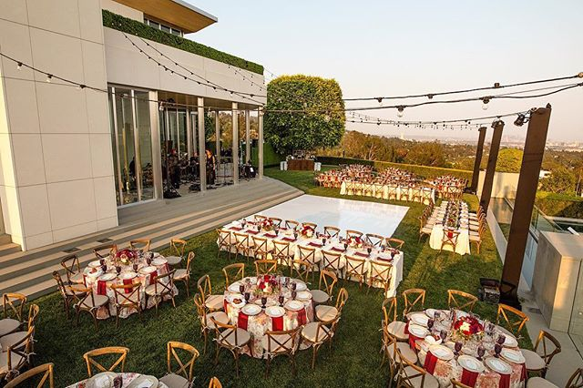 Danielle + Ian got married at this stunning private estate in Bel Air overlooking the city of angels. An elegant reception was full of colorful dahlias and glowing candles! ❤️ . Planning @belladestinee | Catering @tasteofpace | Cake @thebutterend | Photography @norrisphoto | Floral Design @westwoodflower |Rentals @premiere_rents | Entertainment @budmaltinmusic | Lighting @thelightersidela | Linens @latavolalinen | Coffee @thecappuccinoman