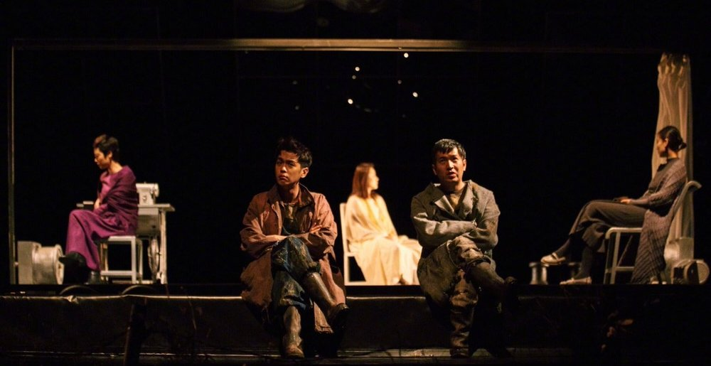 Performers are rehearsing for Three Sisters Waiting for Godot. Photo credit: Jiemian.com
