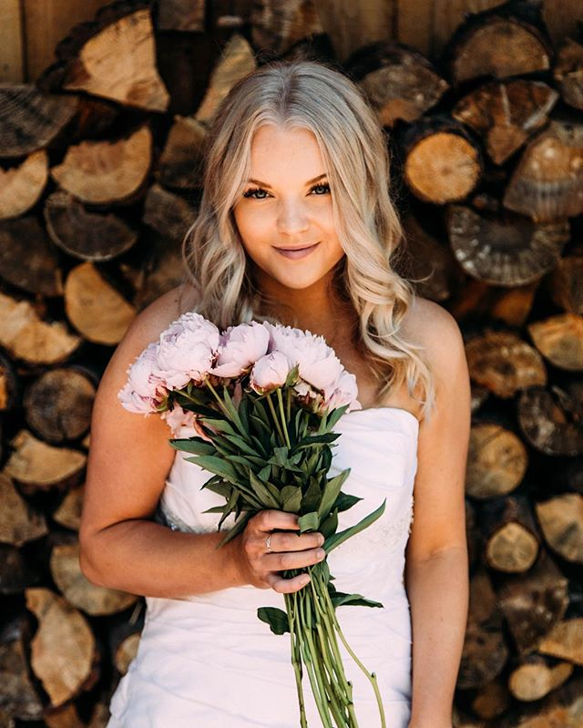 Attention all Brides and Bride Tribe! Wink is so excited to now offer the Wink Bridal Party experience😉 Give is a call at 775-225-4246 to get all the details💗 • • photo+styling: @ashlynsavannah lashes: @winklashreno hair: @rachaelmhickey makeup: @jordydoesmakeup models: @rachaelwiebel