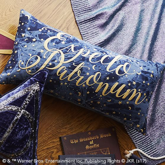 harry-potter-expecto-patronum-pillow-2-c.jpg