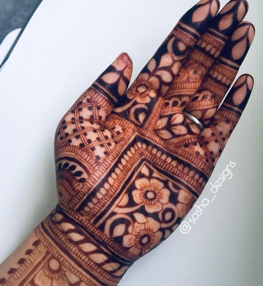 """Great consistency and stunning colour. I left the henna on for four hours and the stain is still going strong despite the amount of hand washing I do!""- Sasha Designs, Croydon. -"