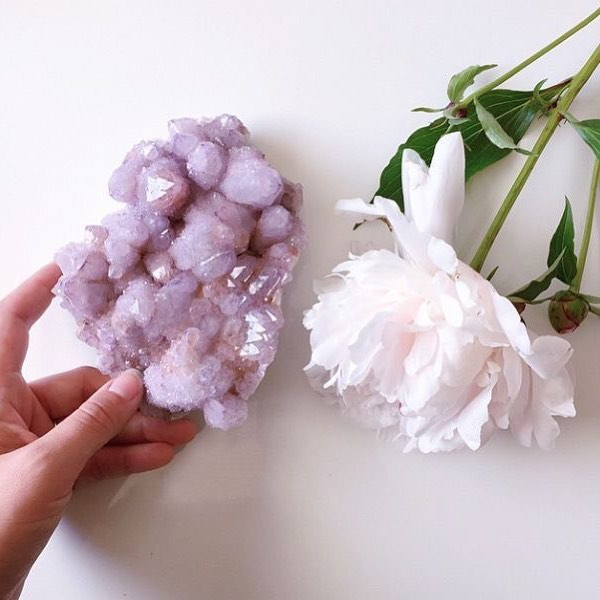 I can never get enough of spirit quartz 😍 Find inspiration from it to make today beautiful and peaceful 🌱💜 . 📷: @goldirocks.co . . . . . . #befreecreations #spiritquartz #dailyintentions #intentionsetting #earlymorningstart #coffeethoughts #beautyinnature #mantra #creativehappylife #bohemianvibes #bliss #inhaleexhale #beautyinthelittlethings #positivevibes