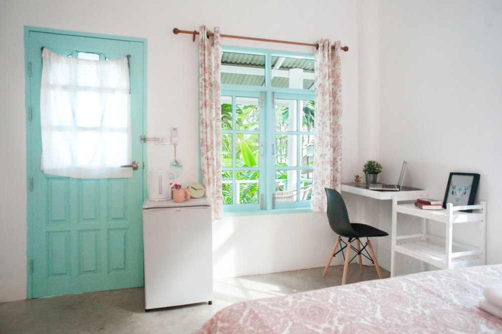 bang_bao_koh_chang_desk_indie_beach_beach-bungalow-house.jpg