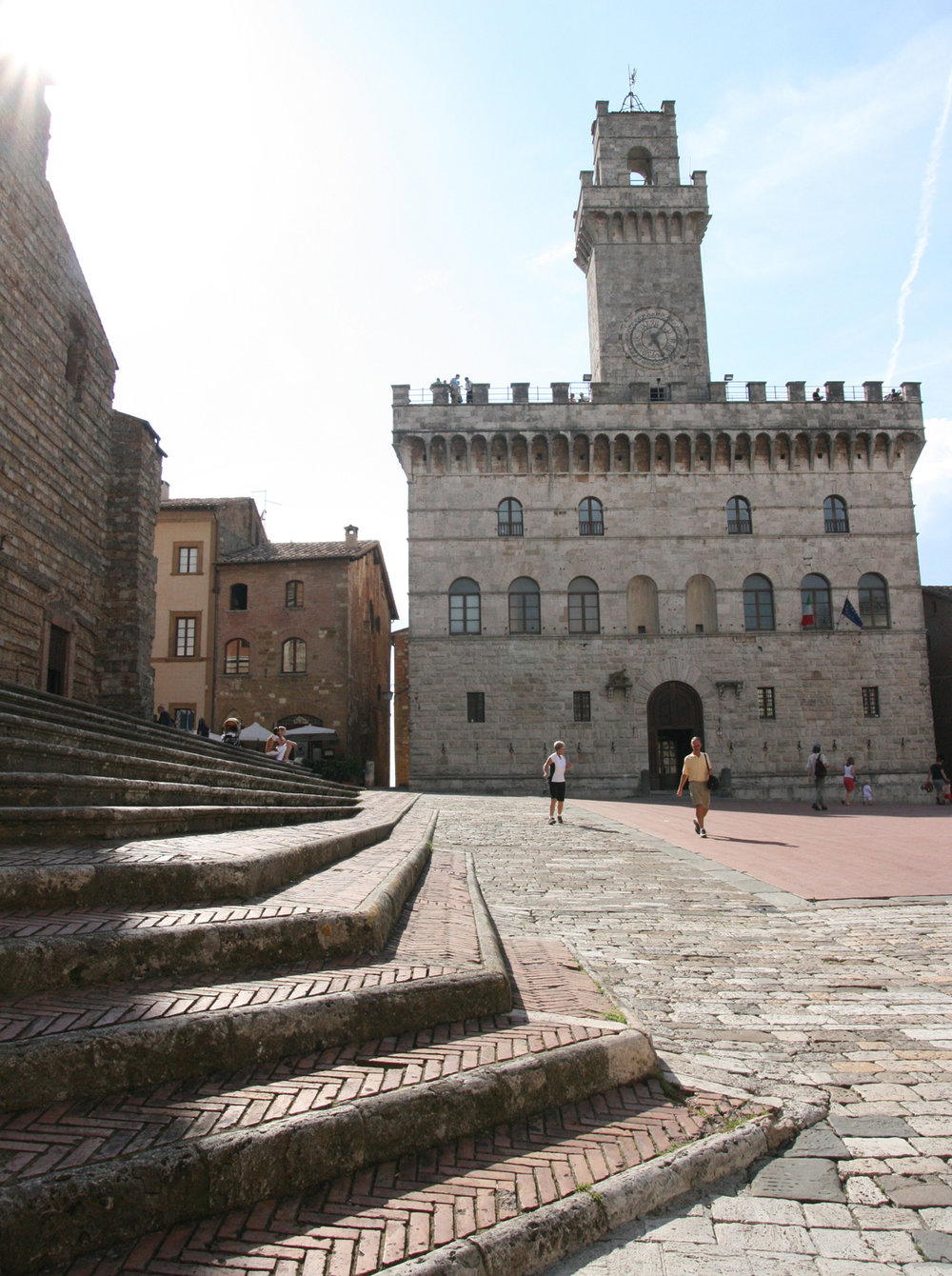Montepulciano's town hall, modeled on the Palazzo Vecchio of Florence—a sign of ancient ties that bind.